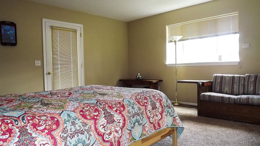 Large Private Bedroom/Bath with Separate Entrance - Hood River