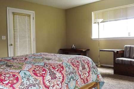Large Private Bedroom/Bath with Separate Entrance - Hood River - Casa
