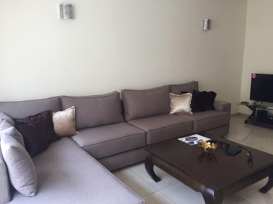 Bel appart 96m2 meuble vue mer longue duree courte for Location appartement agadir longue duree