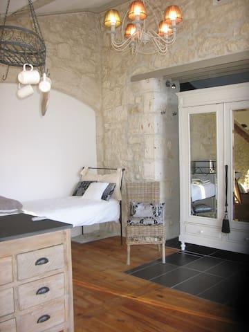 Chambres d'hôtes Le Bourdiel : Claire de lune - Engayrac - Bed & Breakfast