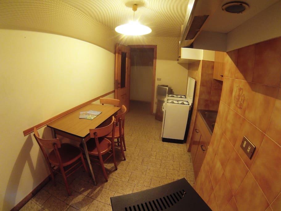 soggiorno con angolo cottura - living room with kitchenettes