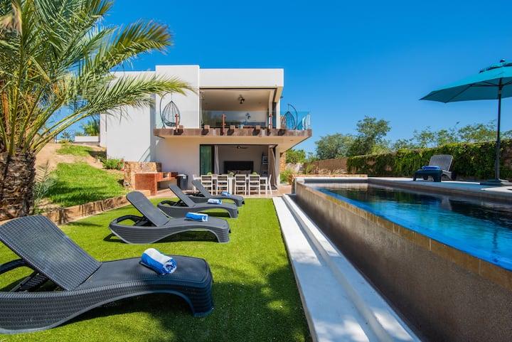 New Listing: Luxury Dream Villa w/Private Pool