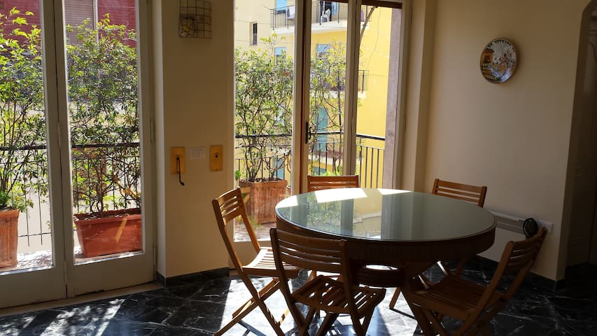 bright spacious central apartment - Sorrento - Daire
