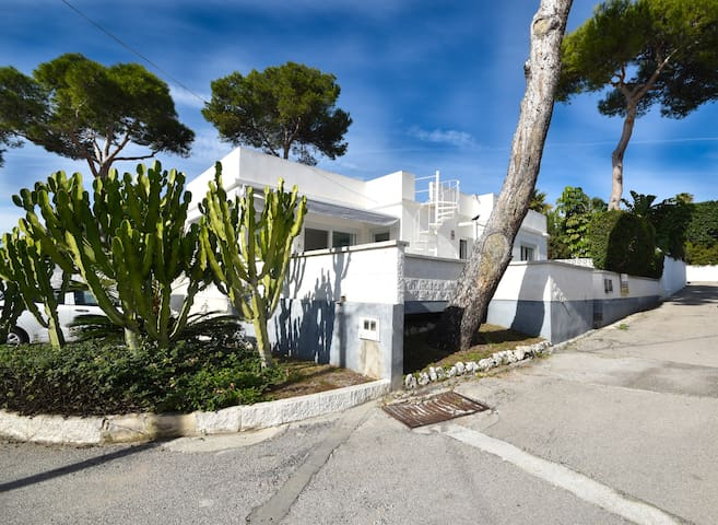 Modern holiday home with private garden in Costabella, Marbella