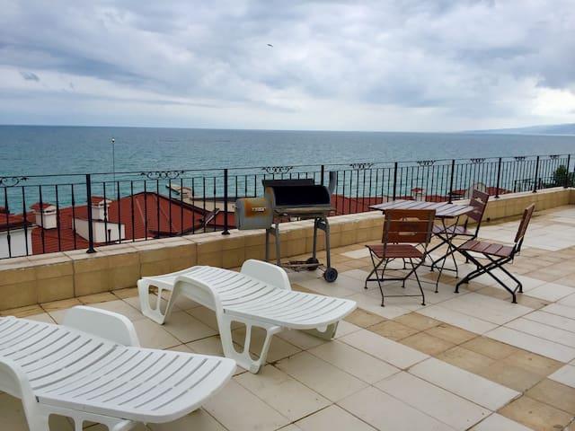 Puerto Balchik Sea view Lux Apartment