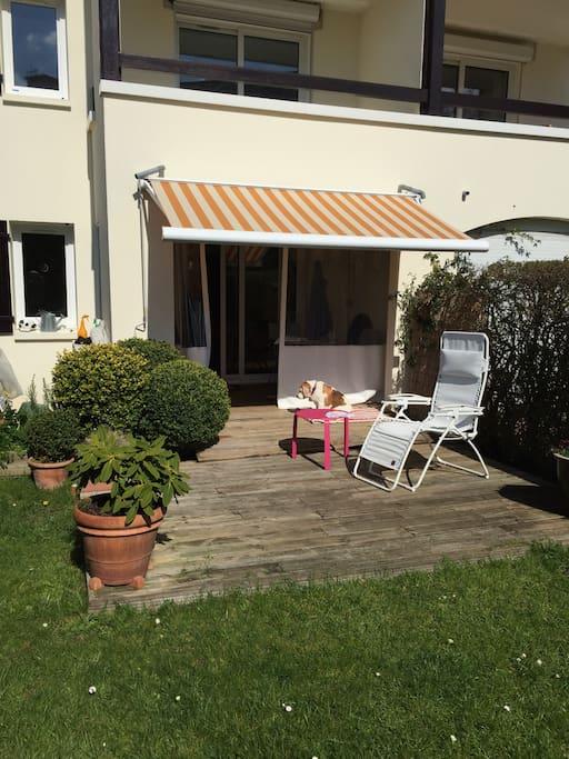 Studio en rez de jardin et une sortie véranda sur terrasse