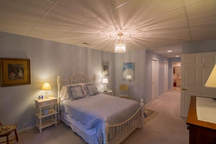 Bradford Suite | B&B Style Suite Near UVA/Cville