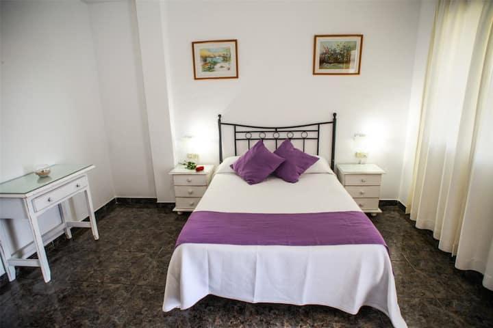 Hostal El Levante - Doble superior con terraza - Cama de matrimonio, baño privado - Tarifa estandar