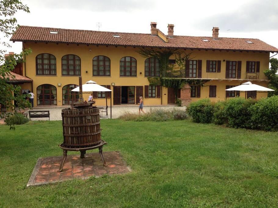 Cascina, elegante e riservata, risalente al 1800 e restaurata nel 2000.