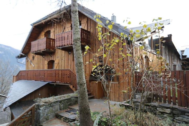 Chalet  Typique dans les 3 Vallées. - Saint-Jean-de-Belleville - House