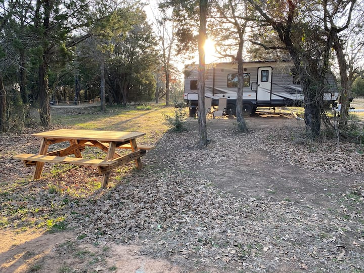 Glamping at Lake Whitney 7.5 acres bring your boat