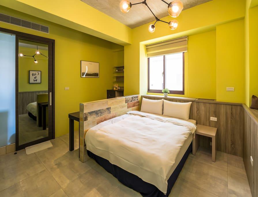 房間內一隅:舒適的睡床
