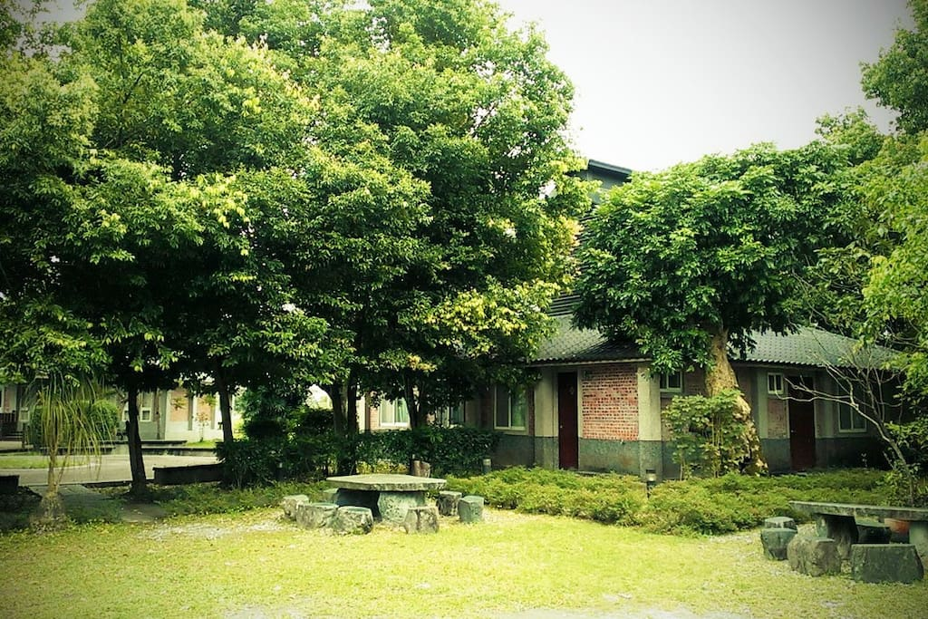 民宿外觀 使用大阪式菸樓改建