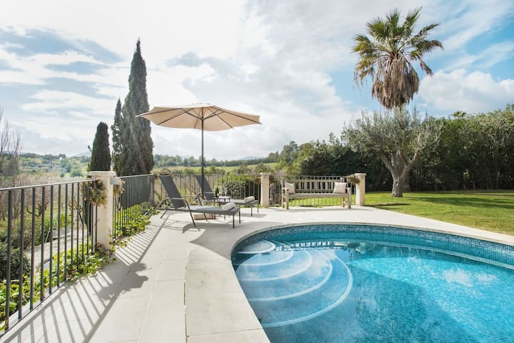 Villa with pool and gym on the outskirts of Palma