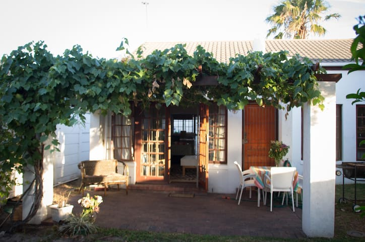 Quaint house in the perfect location - Cape Town - Ev