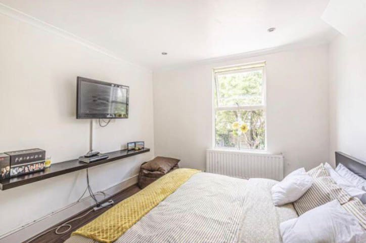 Double room in Muswell hill. Close to amenities
