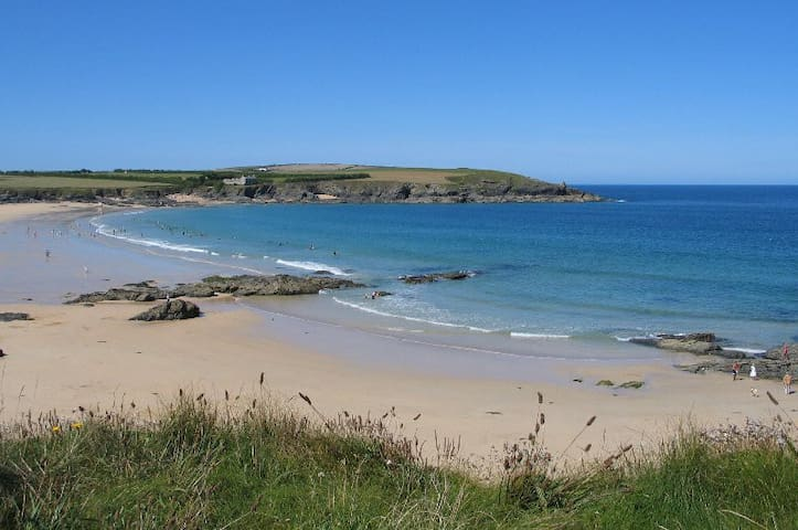Harlyn Bay home - walking distance to the beach