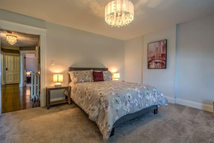 Another cozy queen bed.