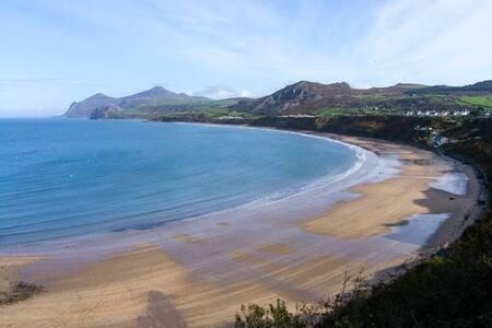 TYWOD ARIAN; NEFYN; NORTH WALES   Beach or Golf - Gwynedd