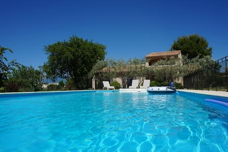 Villa with private pool on a large wooded plot