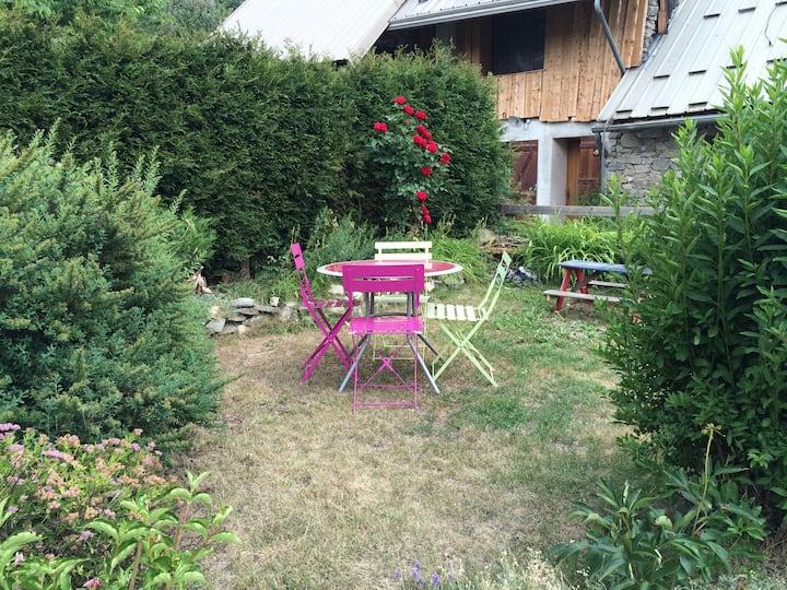 2 pieces jardin dans village