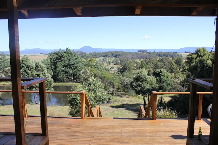 Mountain views & country peace 7 km from town!