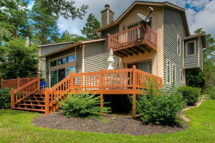 Family-friendly lake home w/gas grill, fireplace, and private dock!