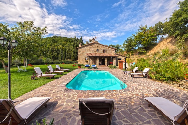 Villa with 5 bedrooms in Arezzo, with wonderful mountain view, private pool, enclosed garden