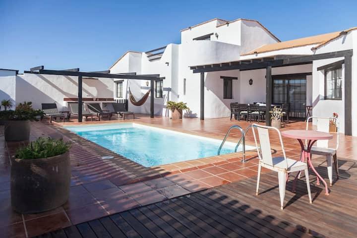 Villa Rural + Pool in Lajares