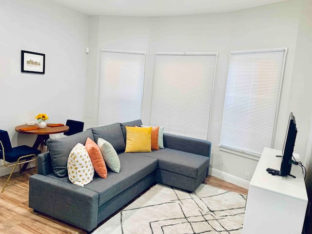 2BD/2BA Emeryville/Oakland near BART, mins to SF