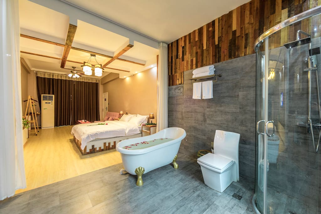 大型独卫尽享生活品质 Enjoy yourself in the room with a big separate toilet