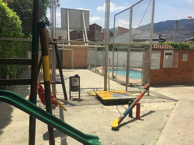 Apartamento 60mts parqueo Conj. Corte Real Piscina