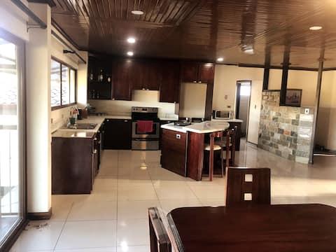 Casa moderna amueblada familiar panorámica Sarchi