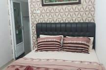 queen-size bedrust
