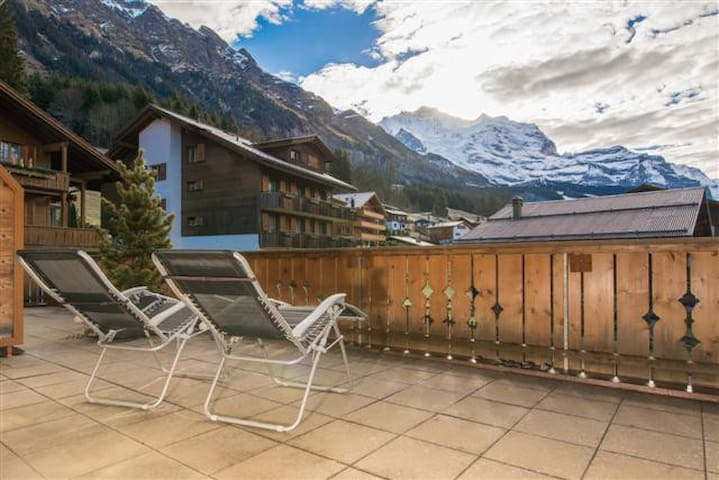 Gorgeous mountain home with majestic view - Lauterbrunnen - อพาร์ทเมนท์