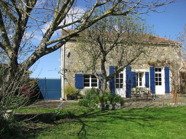 Deux chambres au coeur du village - Civrac-en-Médoc - Penzion (B&B)