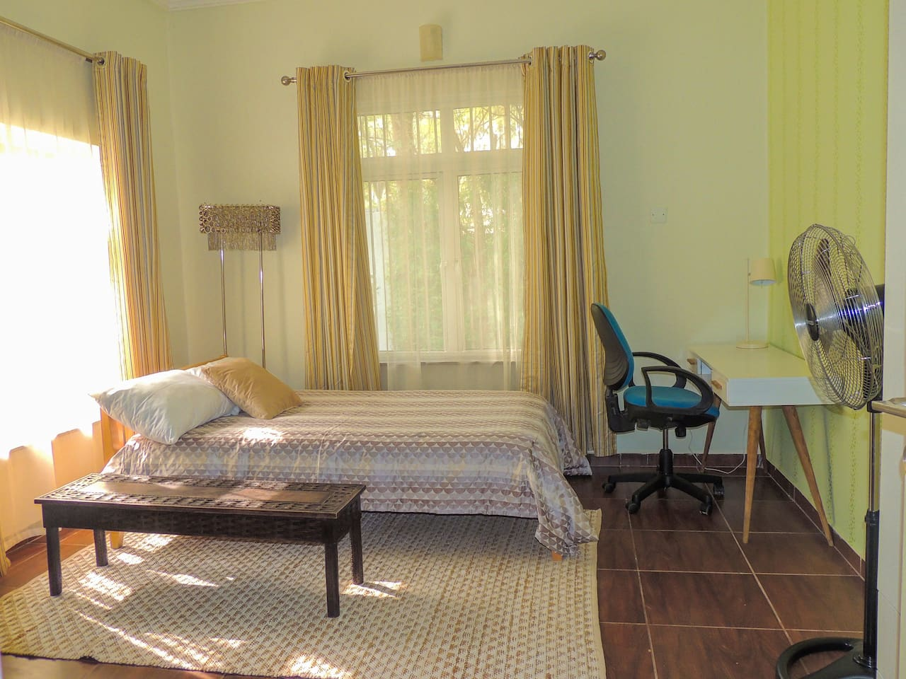 Fully Serviced Room with large Bathroom and Kitchenette (1st Unit)