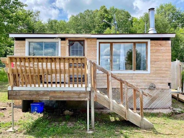 Happy Holiday Cabin 16 on Lake Nosbonsing