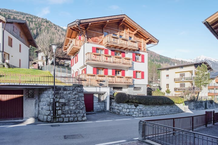 Apartment Casa Ernesta with Balcony and Mountain View; Parking Available