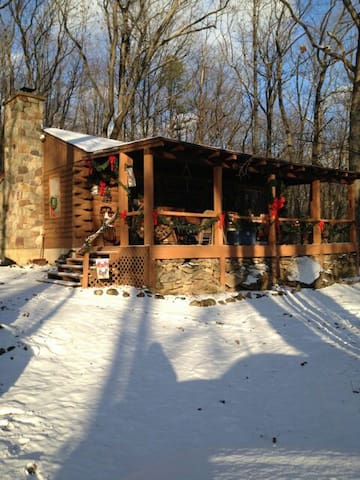 Rustic Cabin in the Woods - Summit Hill - Cabaña