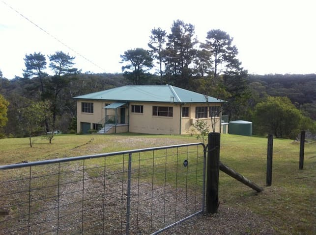 Large 3 Bedrooms House, Hazelbrook - Hazelbrook - Huis