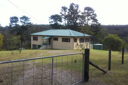 Large 3 Bedrooms House, Hazelbrook - Hazelbrook - Casa