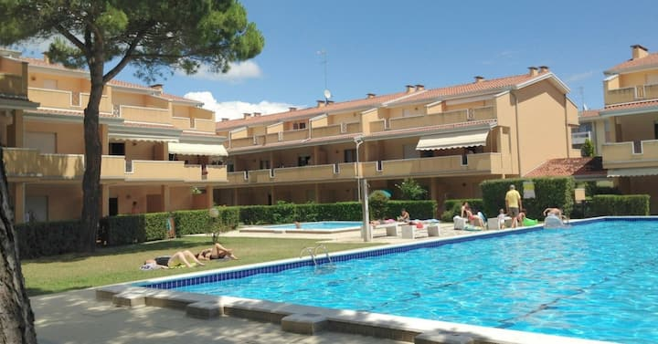 apt for 5+2 persons with pool in Bibione R39205