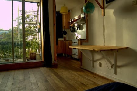 ArtRoom and own kitchen, bike incl! - Delft