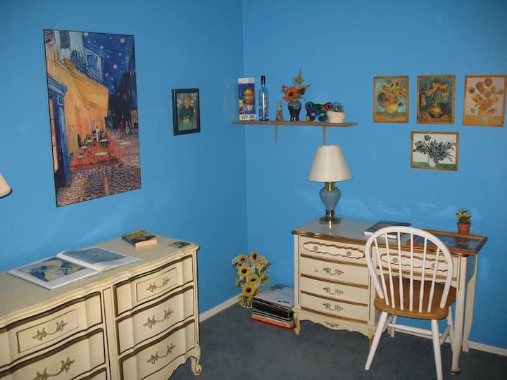 Single room, pvt bath, free wifi
