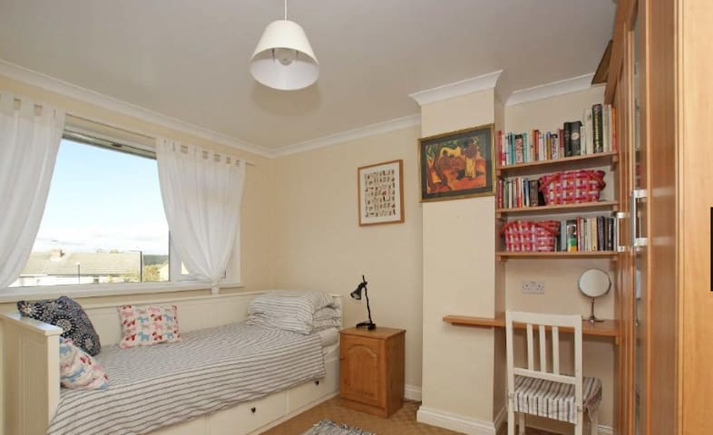 Rooms in family home, Harrogate - Harrogate - Haus