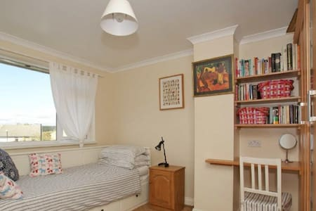 Rooms in family home, Harrogate - Harrogate - House