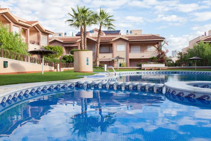 casa con piscina y terraza en playa - Puerto Marino - Apartament