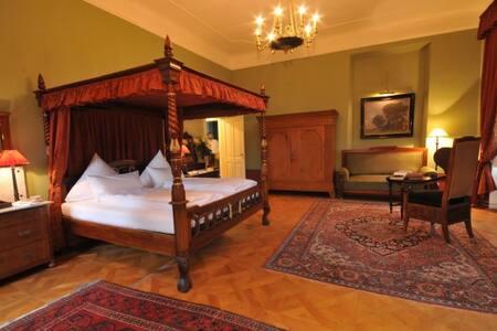 Gehobenes Ambiente in Belle Etage - Castle