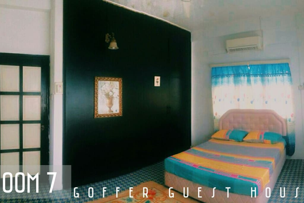 ROOM 7 ( MYR 100 ) - QUEEN BED - AIRCOND - TV - WALL TO WALL CABINET - BATHROOM ATTACHED